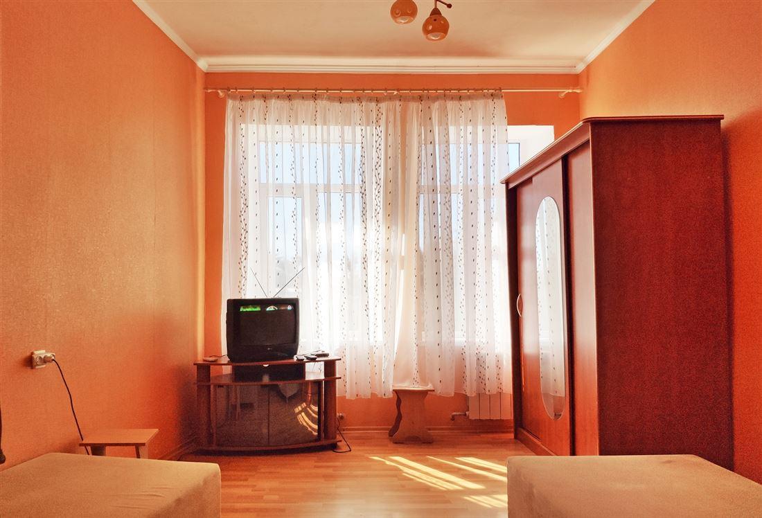 Квартира на продажу по адресу Россия, Республика Крым, Евпатория, ул Караимская, д. 36/14