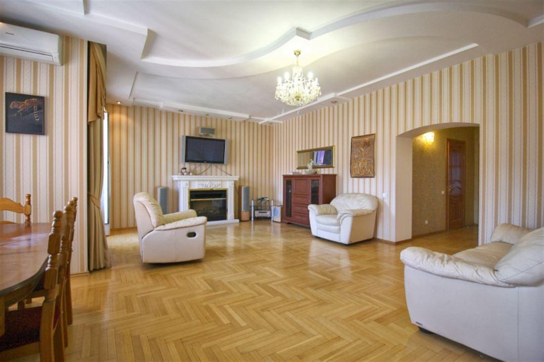 Квартира в аренду по адресу Россия, Новосибирская область, Новосибирск, ул Советская, д. 32